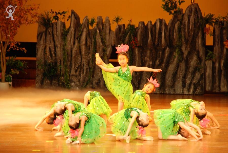 深圳市爱心培幼儿园毕业庆典在少年宫剧场举行
